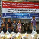 RELAWAN KEMANUSIAAN INDONESIA BERBAGI SEMBAKO KE WARGA KOTA GAZA